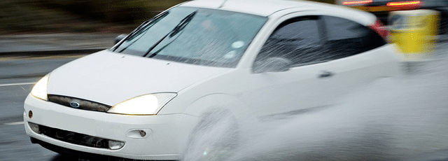 Cómo conducir con lluvia 1