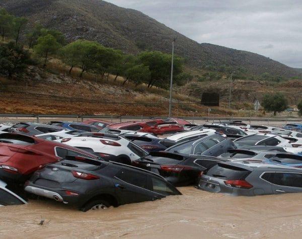 ¿Coche inundado? Consejos con el Seguro y para Repararlo 4