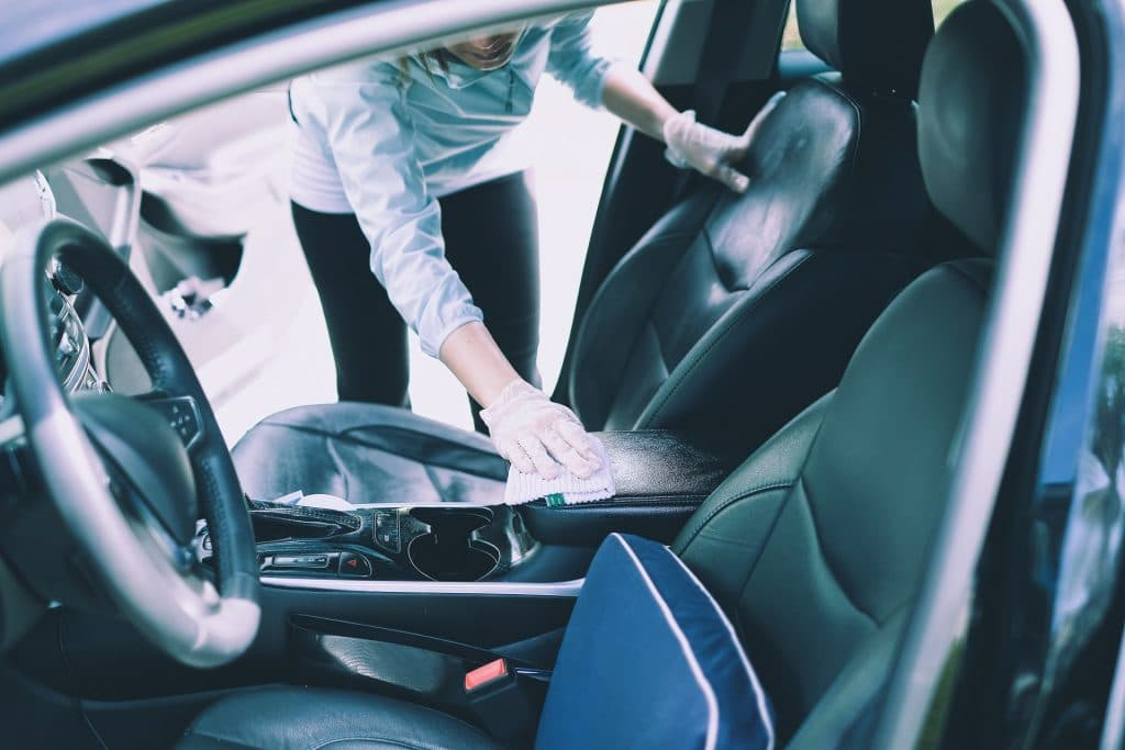desinfectar coche en cuarentena